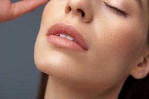 Hidratación de Labios con Ácido Hialurónico